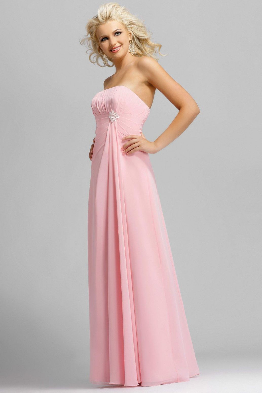 complimentary mother dresses with light pink bridesmaid dresses